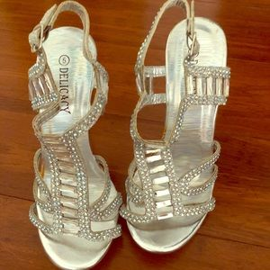 NWoTs 3.5/4 inch silver strappy heels